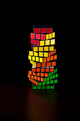 Twisted Rubik (Udri) Tags: light abstract tower luz torre flash stack puzzle twirl cube abstracto twisted solved cubo rubik ejercicio piled resuelto retorcido 4x4x4 3x3x3 strobist apilado 5x5x5