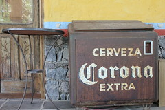 "Antique Corona Cooler • <a style=""font-size:0.8em;"" href=""http://www.flickr.com/photos/62826658@N06/6133174429/"" target=""_blank"">View on Flickr</a>"