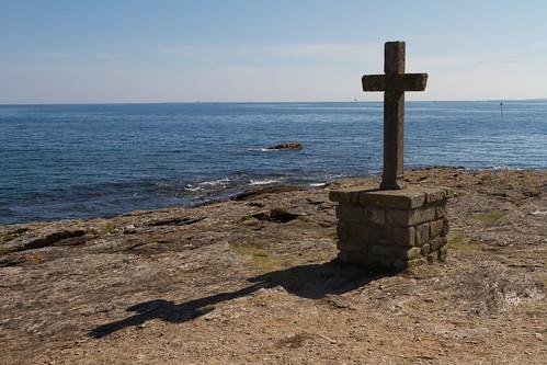 Croix face à la mer