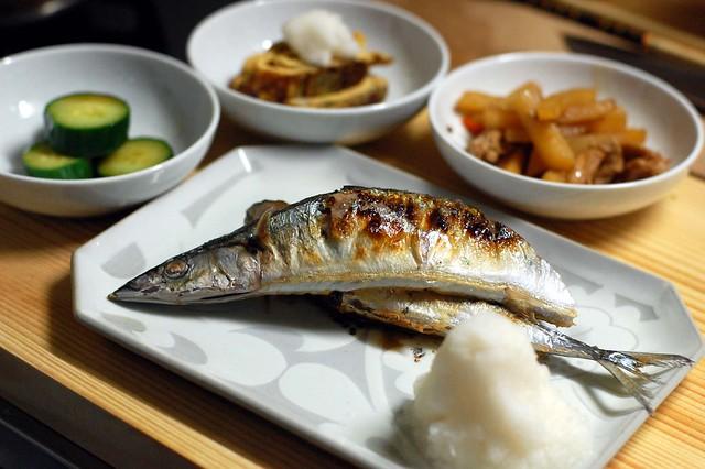 新秋刀魚が98円で買えましたので、焼きました!
