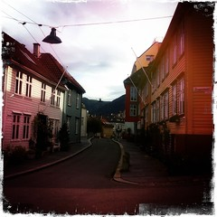 Sydnesgaten -|- Tiny Street in Bergen (erlingsi) Tags: norway bergen iphone erlingsi hipstamatic sydnesgaten