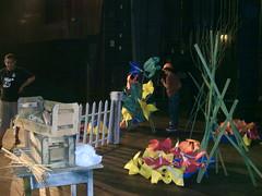 Atelier de Oz I (netto dugon) Tags: flores george santos cenário palco montagem culturainglesa mágicodeoz caixotes paulofonseca niviabrito sanrodrigues