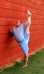 Last few days of summer '11: Leg lift (CS87) Tags: male grass standing stand lawn grand stretch split stretching flexibility flexable flexible limber flexability flexibilidad spagat streatch spagaten standingsplit
