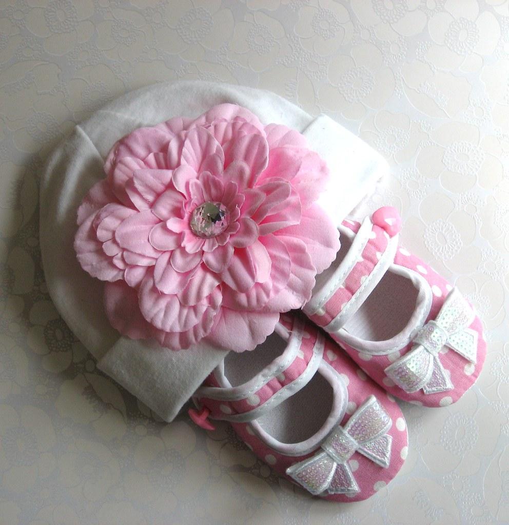 Cutie Patootie Hat & Shoetie Set (pink polka dot)