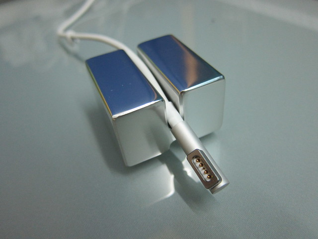 Top Groove (Apple MagSafe Cable)