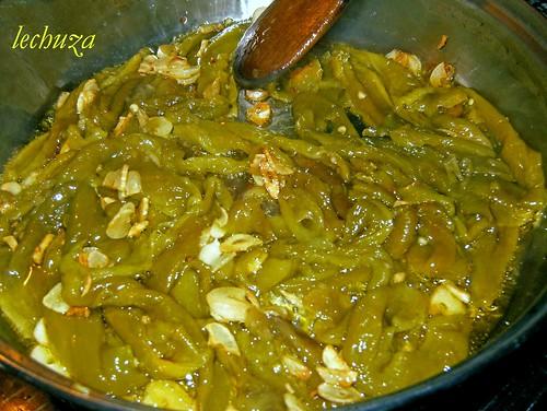 Bacalao en salsa de pimientos verdes-friendo salsa