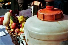 (manni39) Tags: leica vintage bokeh iso400 frankfurt cider sl summicron vintagecamera leicaflex wideopen apfelwein summicron50mm20 ppler rauscher herbstmarkt leicaflexsl offenblende rossmannfilm leitzwetzlar