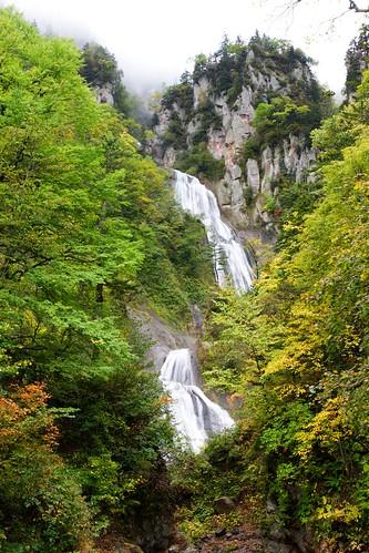 有彩色の羽衣の滝