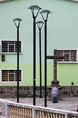 F! (Rebecaz) Tags: luz ventana poste paz cruz photowalk balcn cristiano f piedra penitencia catlicos resar gupulo penitecia