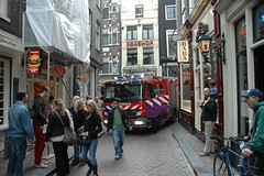 Fire? (railfan3) Tags: city streets amsterdam fire smoke centre brandweer streetview false brigade alleys warmoesstraat hendrik amsterdamse 3331 stegen binnenstad exitement langeniezel wagens brandweerwagens alarmfiretrucks
