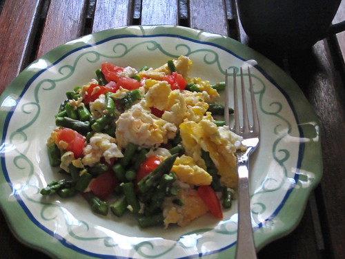 Scrambled Eggs with Asparagus and Tomatoes