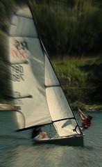 Barca a vela (sidney 51) Tags: verde lago barca vela acqua rosso azzurro bianco ragazzi