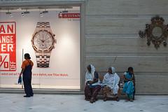(Paysage du temps) Tags: india shop centre watch madras advertisement commercial indians chennai publicit tamilnadu vitrine inde montre indiennes chennaycitycenter