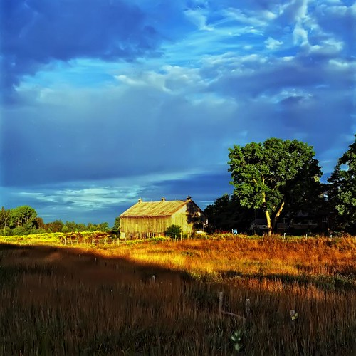 Barn at sunrise by Alan Norsworthy