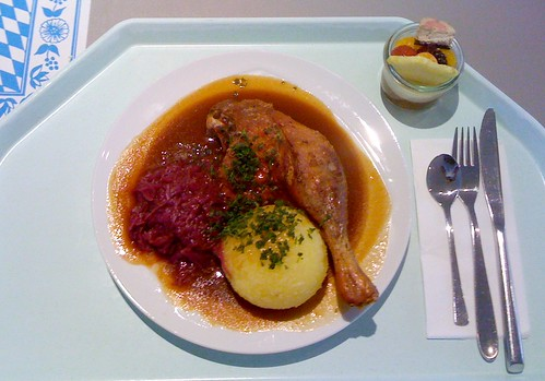 Entenkeule mit Blaukraut & Kloß / Duck haunch with red cabbage & dumpling