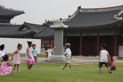 楽しそう / Korean children having fun of jump rope