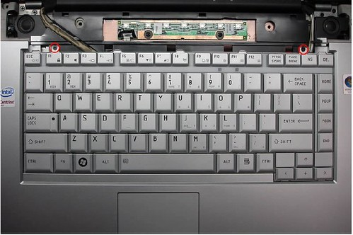Toshiba L300 Keyboard-2