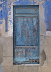 Villajoyosa. (www.rguezruiz.wordpress.com) Tags: door wood old blue house home azul casa puerta madera poor playa pobre viejo antiguo hogar pobreza villajoyosa