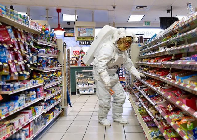 Astronaut_Store_w2_loes3.medium