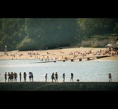 fascinating. (Hoyuela) Tags: summer espaa beach canon eos rebel spain kiss playa verano santander cantabria xti 400d