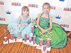 NAMiss Washington contestants Emily and Abigail Hamilton