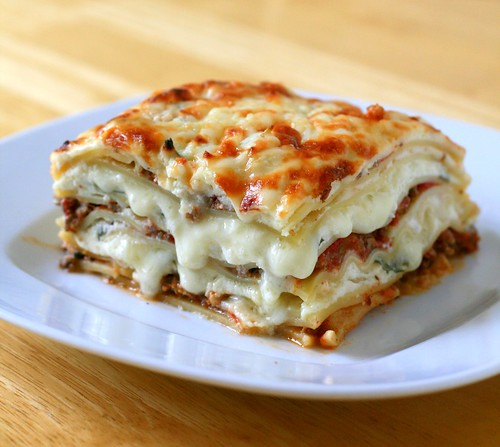 Nook & Pantry - A Food and Recipe Blog: Meat Lasagna