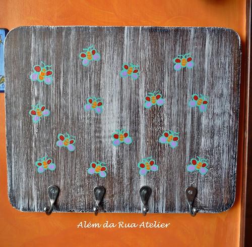 Cabideiro de madeira, pintado à mão