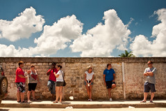 wall of patience (Es.mond) Tags: street blue red sky people white wall clouds standing waiting looking patient nikkor talking leaning patience observing 24120mm crossingarms nikond90 moroncuba