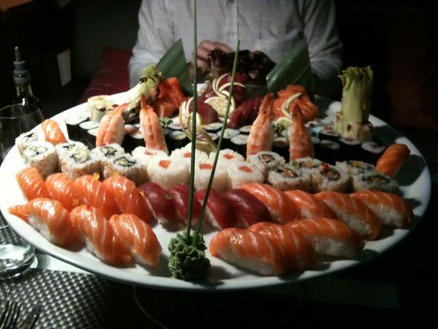 92 piezas de sushi y sashimi