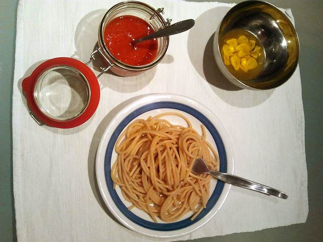 Deconstruction of šalša tomato sauce and spaghetti