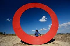 Histoire d'O (Red Baron 3) Tags: scarlet circle hands volterra mani popart tuscany sculture toscana cerchio redcolor histoiredo scarlatto artistaitaliano colorerosso italiansculptor stacciolimauro modelinthecircle