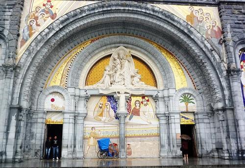 Entrada de la Basilica del Rosario