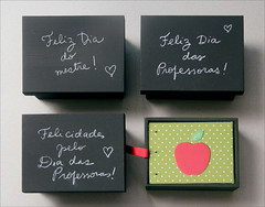 Teacher's gifts (Zoopress studio) Tags: cute apple paper notebook book miniature chalk sweet box handmade small feitoàmão books sketchbook fabric gift handboundbook livro papel chalkboard livros bookbinding fofo giz minibook coptic miniatura presente caderno presentes handmadebook reliure maçã tecido papeterie handmadebooks quadronegro handboundbooks encadernação miniaturebook zoopress teachersgifts copticbook diadosprofessores zoopressstudio diadomestre teacherappreciationgifts chalkboardbox