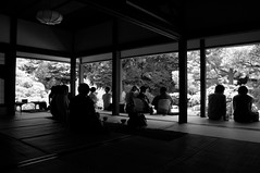 admiring outside / Shoren-in ( Ogawasan) Tags: temple kyoto posted  shorenin tendai    nihonteien ogawasan shrenin  191020113