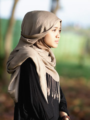 #850C2301- Lestari in evening (crimsonbelt) Tags: portrait beach evening hijab balikpapan lestari kemala