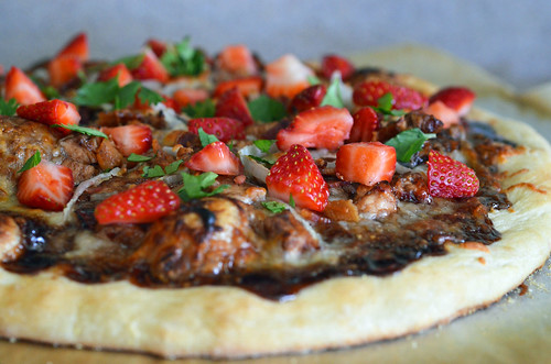 Balsamic Strawberry Pizza with Chicken, Sweet Onion and ...