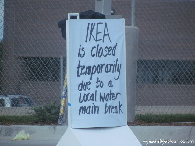 IKEA closed sign