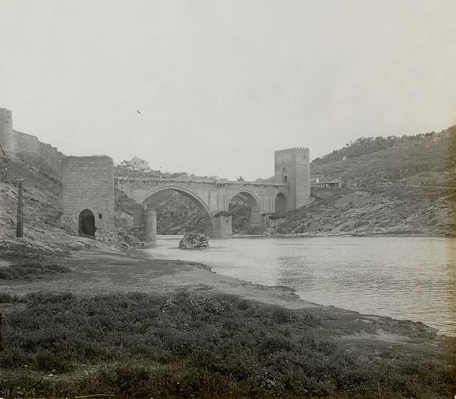 Puente de San Martín y Baño de la Cava en 1915. Fotografía de Luis Calandre Ibáñez