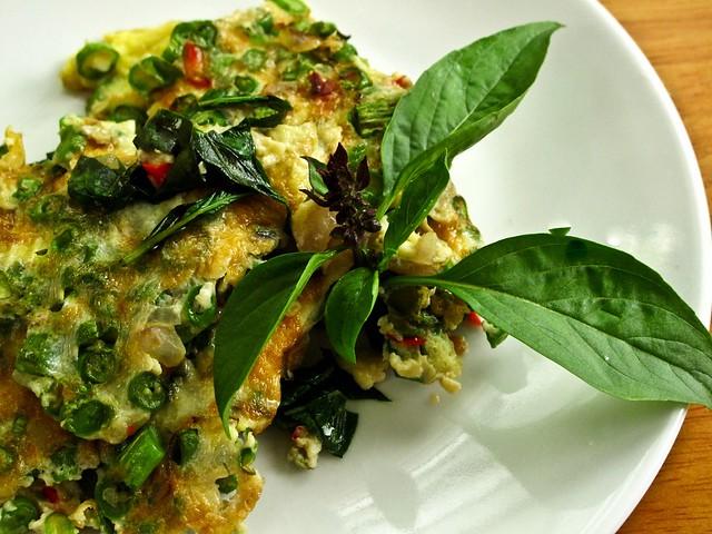 IMG_0829 Long beans and basil omelette, 豆角罗勒大葱煎蛋