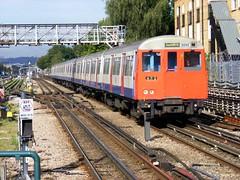 Metropolitan  Mainline ! Willesden Green . Monday 19th-September-2011 . (AndrewHA's) Tags: electric train main railway line emu londonunderground met metropolitan willesdengreen lul 5095 astock