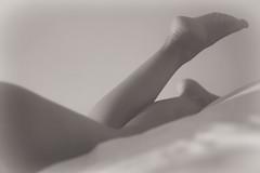 (Moio1) Tags: woman feet mujer legs pies piernas 50mm18 flickrestrellas epl1 olympusepl1 artistoftheyearlevel3