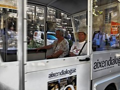 "Electro Cab ""aixendialogue"" Remix (/Reality Scanner/) Tags: street people lumix frankreich leute strasse sightseeing aixenprovence panasonic dxo provence aix electriccar stadtrundfahrt rundfahrt gf3 xlens motorzoom xobjektiv"