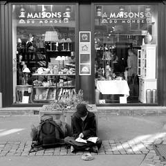 Maisons du SDF (House for homeless) (ManOn Moon) Tags: street portrait france candid homeless wide streetphotography wideangle olympus colmar alsace irony shops e3 ironic rue backpacker highstreet sdf picnik begger vosges 68 magasins mendiant hautrhin zd 1122mm maisonsdumonde sansdomicile ironique sansdomicilefixe sansresidence