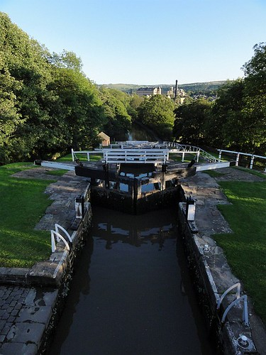 5 rise locks Bingley