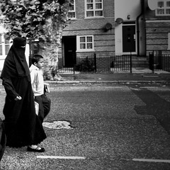 Burka Mom (Alvaro Arregui) Tags: pictures street uk greatbritain urban london mobile lens mom gente crossprocess islam middleeast hijab movil filter fotos falcon londres mobilephone urbano niqab alvaro freeman burkha iphone burka iphonography alvarofreeman iphoneography hisptamatic