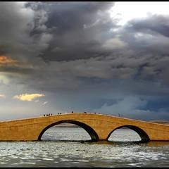 p(o)ntiDiVista (s@brina) Tags: bridge sky nuvole mare silhouettes ponte cielo viewpoints islandpag
