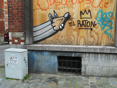 El Raton (ǝɹpɹoʇǝɹɐןıɥd) Tags: brussels streetart pencils graffiti rat belgium belgique tag belgië bruxelles graph crayons crayon brussel potlood créons