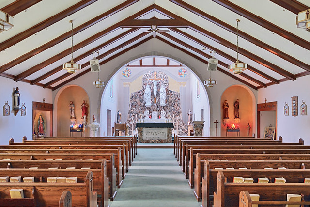 Holy Cross Roman Catholic Church, in Cuba, Missouri, USA - nave