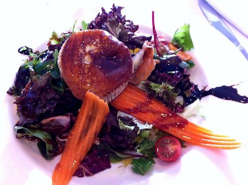 Vic | Club Tenis Vic | Ensalada tibia de queso de cabra con frutos secos y vinagreta de frambuesa