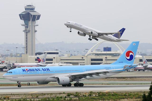Korean Air Lines Airbus A330-223 (HL8228)